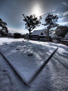 東塾跡に積もる雪写真