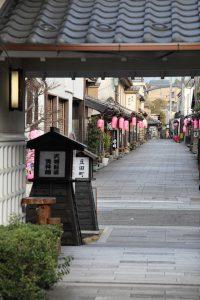 天領日田資料館から魚町通りを望む写真